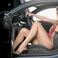 Người đẹp khiêu khích bên Audi
