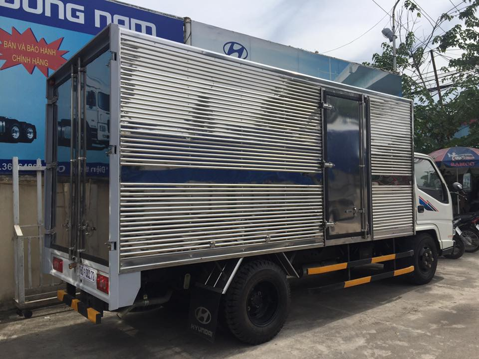 thùng kín xe tải iz49