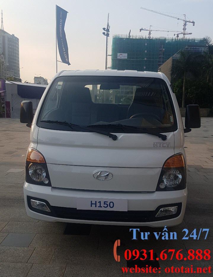 ngoại thất xe tải Hyundai h150 thùng kín