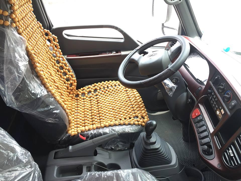Nội thất xe nâng tải 8 tấn Hyundai hd800